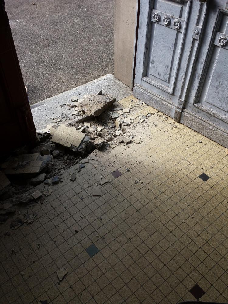 Réparation d'un hall d'entrée - avant travaux