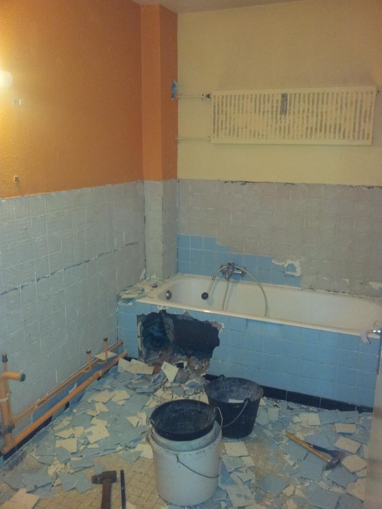 Travaux de peinture et rénovation d'une salle de bain - avant travaux
